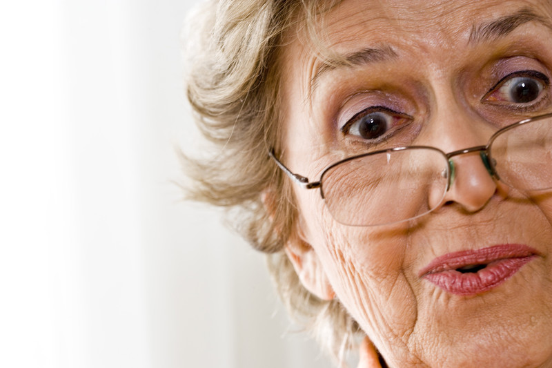 yakın gözlüğü kullanmak